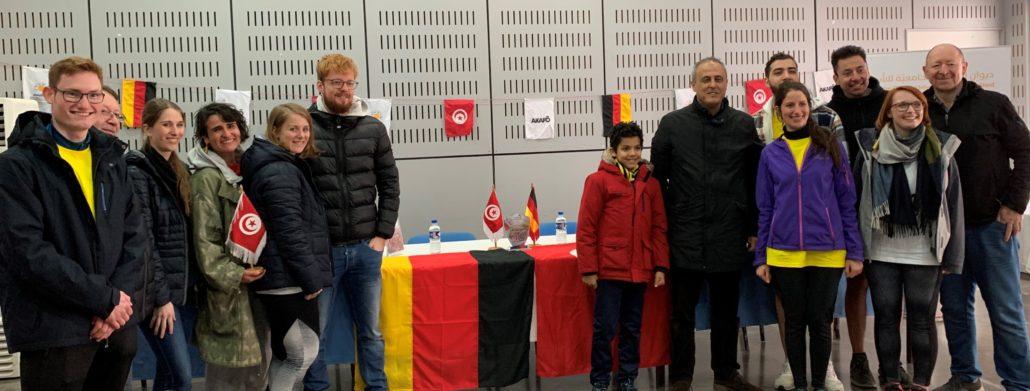 Tunesische Studenten mit dem Vizepräsidenten und Geschäftsführer der DTg (6.v.re)